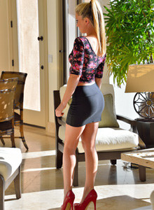 Exciting tiny skirt blonde Sydney has perfect slim legs